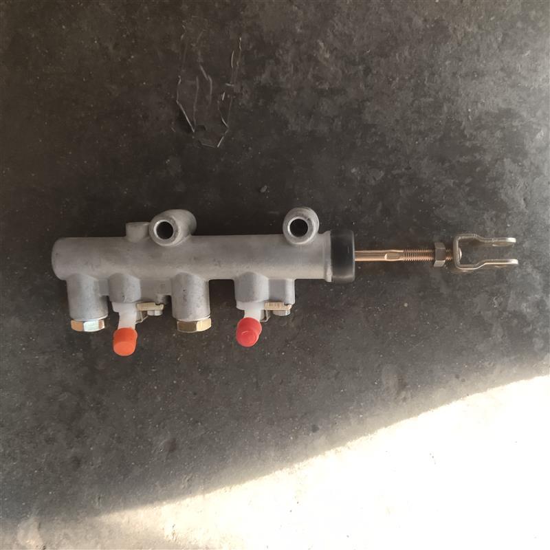 四轮上泵双进双出(孔芯8)